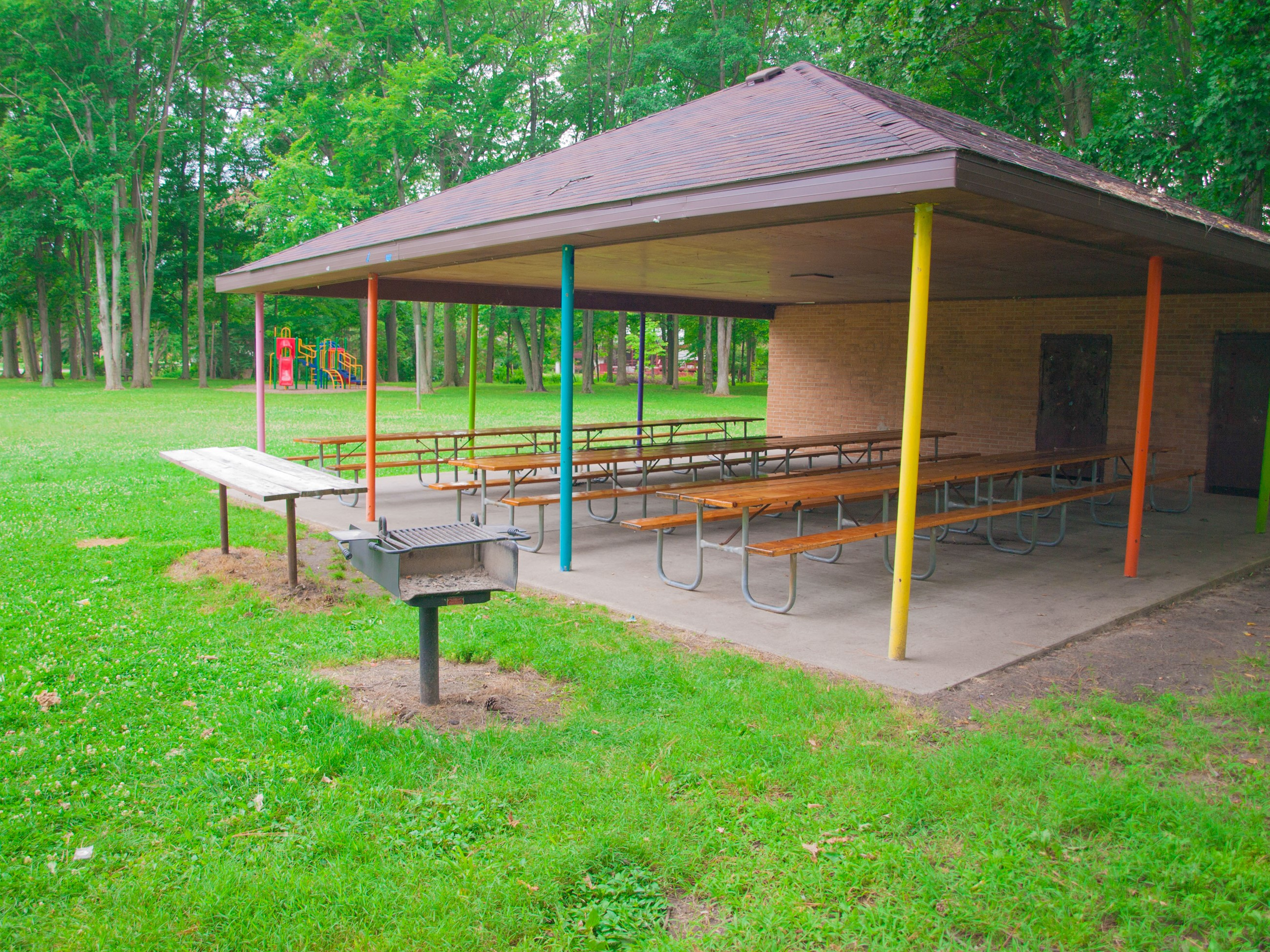 Barstow Woods Picnic Shelter with grill